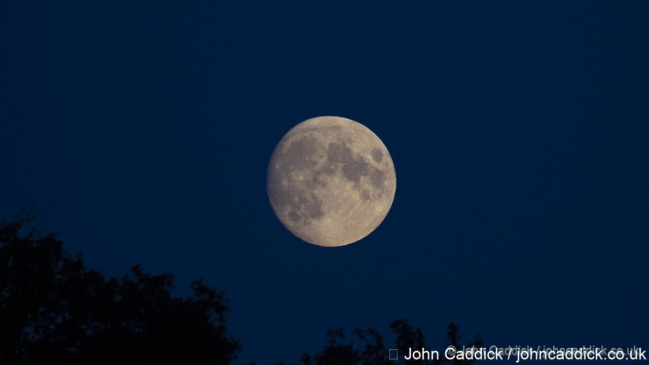 Moon over Beckenham